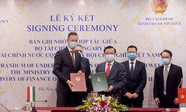 Vietnam, Hungary sign MoU on financial cooperation
