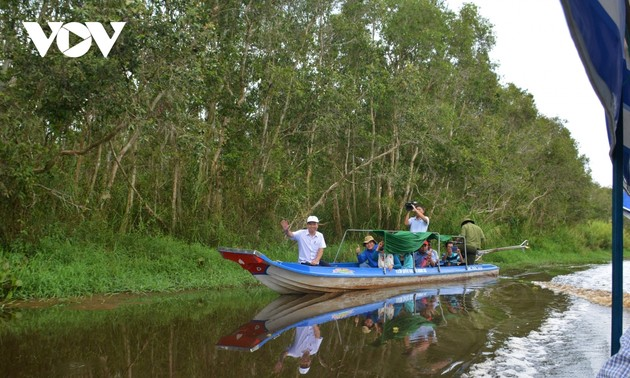 Farmers in Ca Mau province engage in eco-tourism