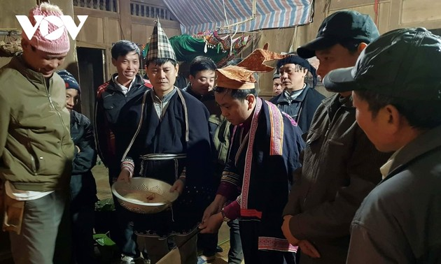 Púng nhnáng – New Year Festival of the Dao Tien
