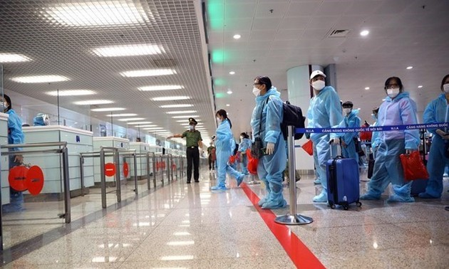 Noi Bai airport temporarily closed to int'l arrivals amid resurgence of COVID-19