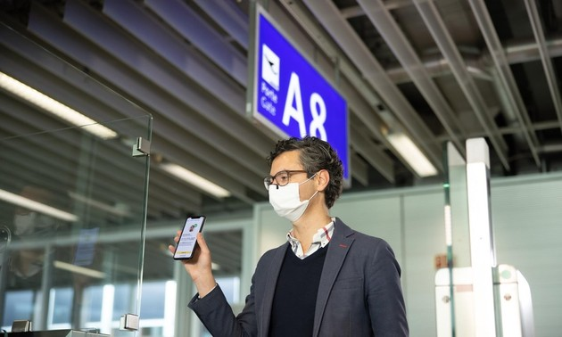 Vietnam Airlines pilots digital health passport