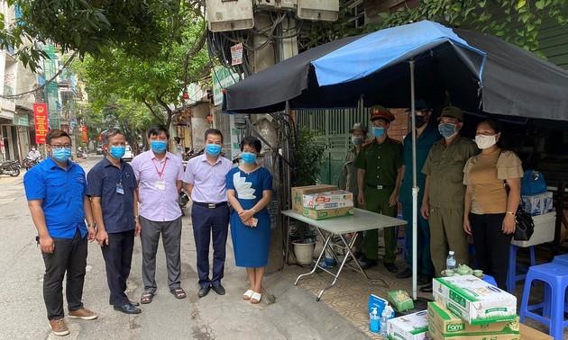 Hanoi taps community teams to fight COVID-19