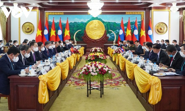 President Nguyen Xuan Phuc begins official visit to Laos
