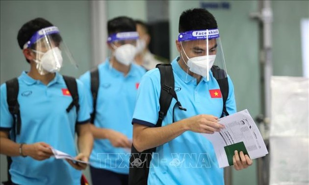 Vietnam football squad returns home for the next game with Australia