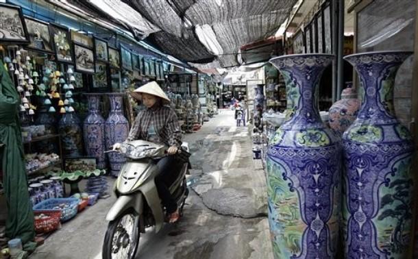 Le village de poterie Bat Tràng compte sur son savoir-faire traditionnel