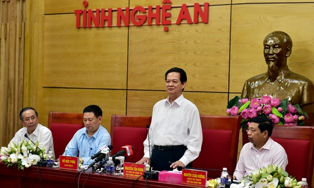 Nguyen Tan Dung : Nghe An doit redoubler d'efforts pour atteindre les objectifs fixés