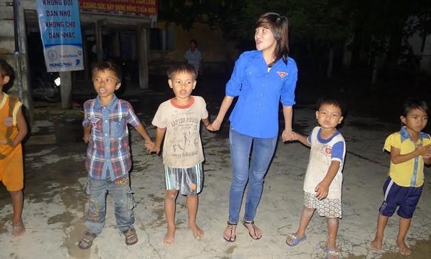 Mahasiswa relawan provinsi Phu Yen berkiblat ke daerah pedesaan