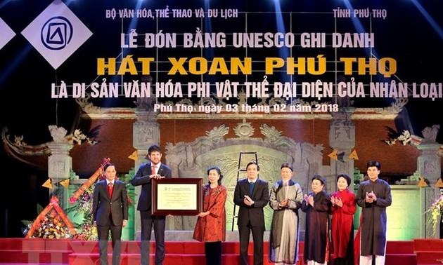 Menyambut ijasah pengakuan terhadap lagu rakyat Xoan Phu Tho sebagai pusaka budaya nonbendawi yang mewakili umat manusia