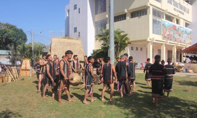 Lebih dari 100 artisan ikut serta dalam pesta Musim Semi etnis-etnis di Provinsi Gia Lai
