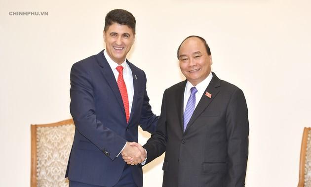 PM Nguyen Xuan Phuc menerima pimpinan Grup Coca Cola