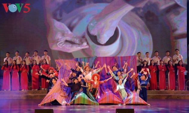 Festival memuliakan nilai budaya yang khas dari etnis-etnis daerah Dong Bac