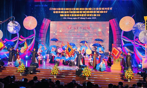 Memperingati ulang tahun ke-10 lagu rakyat Quan Ho mendapat pengakuan UNESCO sebagai pusaka budaya nonbendawi