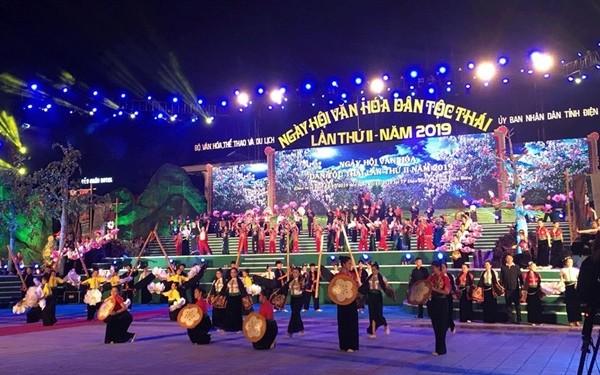 Membuka Festival ke-2 Kebudayaan Etnis Minoritas Thai