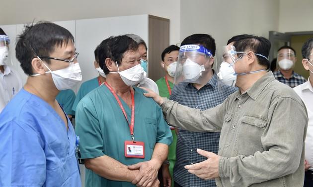 PM Pham Minh Chinh Pemeriksa Pencegahan dan Penanggulangan Wabah Covid-19 di Provinsi Binh Duong