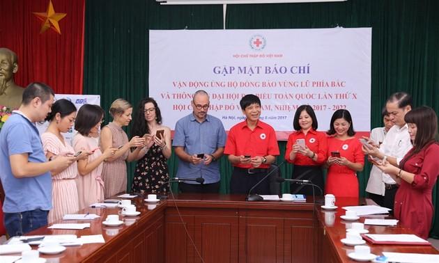 Cruz Roja de Vietnam promueve ayudas a los poblados afectados por inundaciones