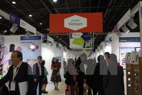 Las confecciones textiles de Vietnam buscan oportunidades de cooperación en París