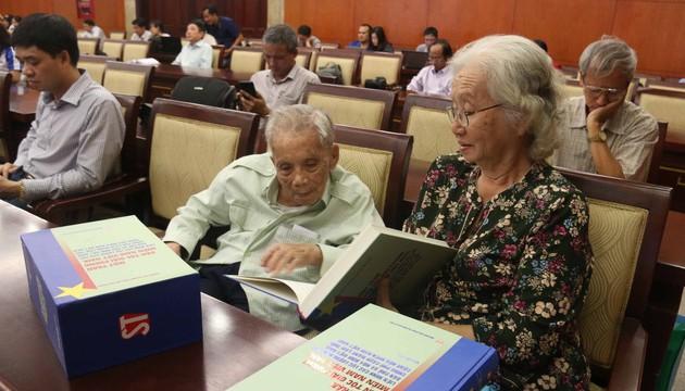 Publican colección de libros sobre el Frente Nacional de Liberación de Vietnam del Sur