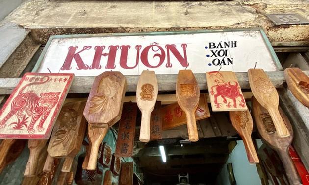 Profesión de elaborar moldes de madera para pasteles de luna en Hanói