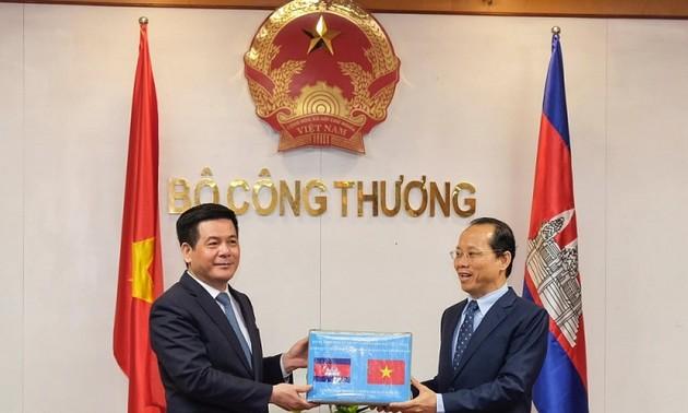 Vietnam y Camboya fortalecen cooperación en comercio, industria y energía