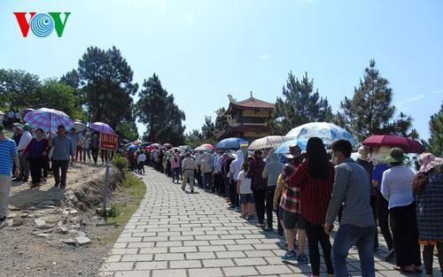 各地を訪れる観光客数、急増