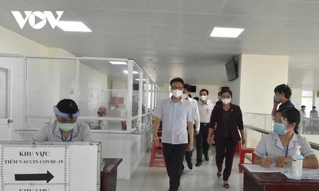 ダム副首相、ビンフォク省の新型コロナ予防対策を視察