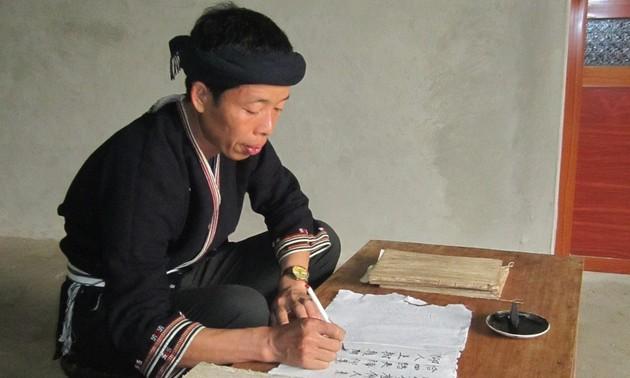 ザオ族の伝統文化の保存に力を入れている職人
