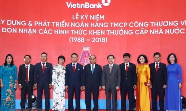PM Viet Nam, Nguyen Xuan Phuc menghadiri acara peringatan  HUT ke-30 terbentuknya dan berkembangnya Vietinbank