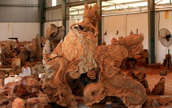 Menguak tabir desa kerajinan ukiran kayu Dong Giao
