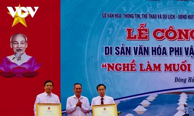"Pengumuman pusaka  budaya nonbendawi nasional ""Pembuatan garam di Provinsi Bac Lieu"""