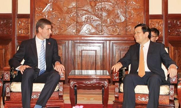President Truong Tan Sang receives new Ambassadors
