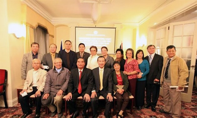 Vietnamese Party delegation works in the UK