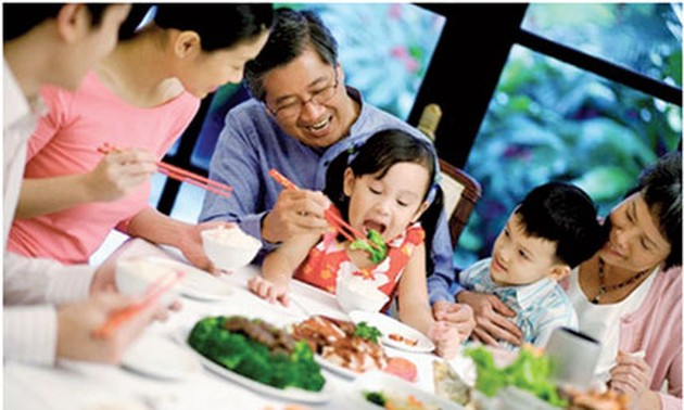 Family meals nurture happiness