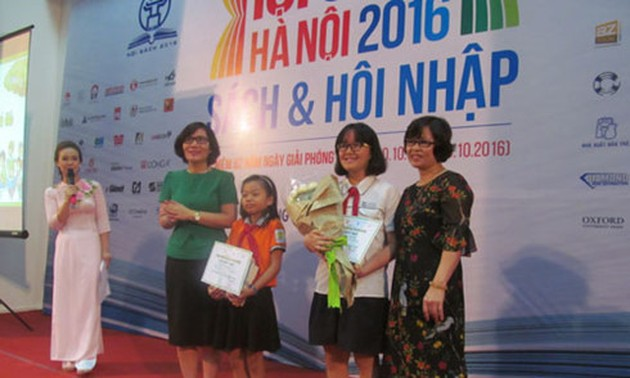 """27 students honored as Hanoi's """"Ambassadors of Reading Culture"""""""