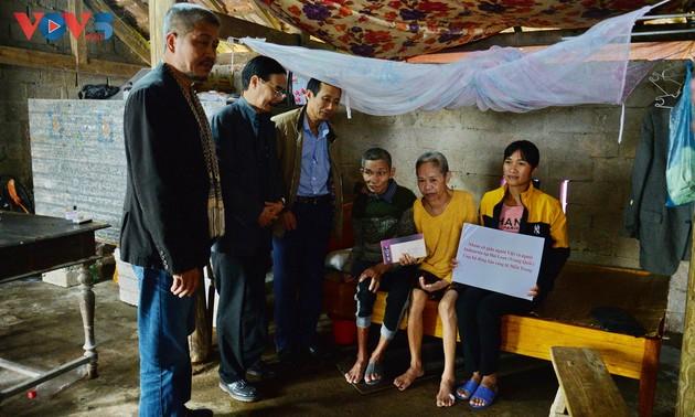 VOV5 trao quà của kiều bào và nhà tài trợ tới đồng bào bị ảnh hưởng bão lũ ở Hà Tĩnh