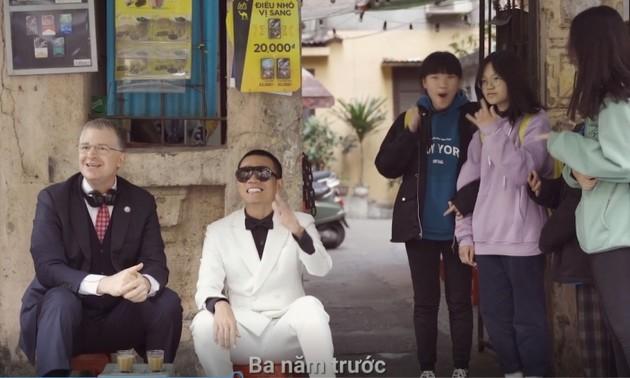 Đại sứ Mỹ tại Việt Nam Daniel Kritenbrink chúc Tết bằng rap Việt