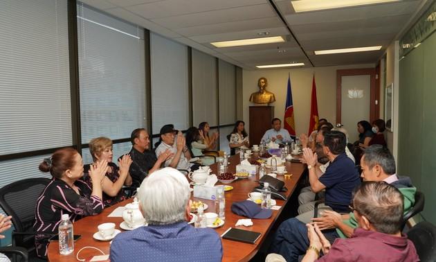 Tổng Lãnh sự quán Việt Nam tại Vancouver, Canada gặp mặt bà con kiều bào