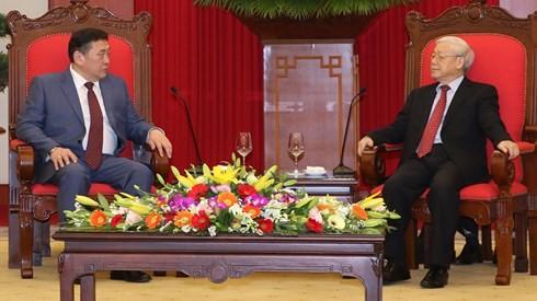 Nguyen Phu Trong reçoit Miyegombo Enkhbold