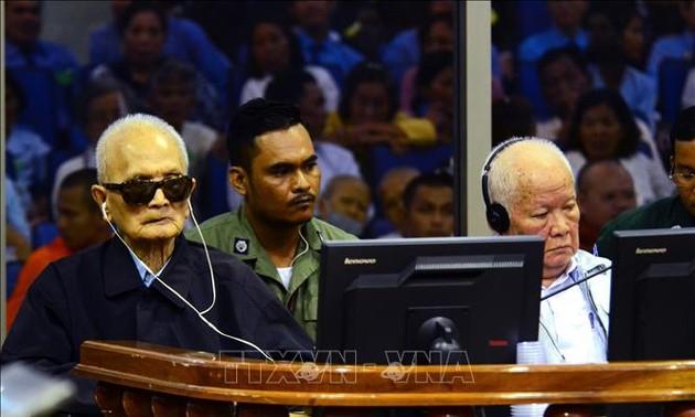 """Deux anciens dirigeants khmers rouges condamnés à la perpétuité pour """"génocide"""""""