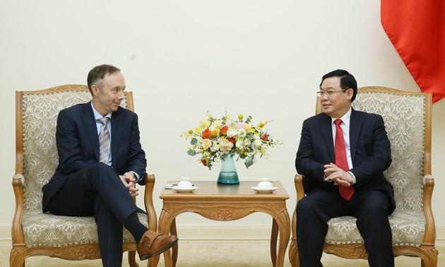 Un vice-président de Nike reçu par Vuong Dinh Huê