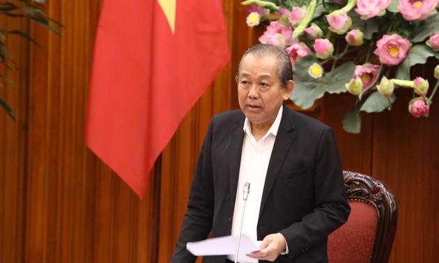 Truong Hoa Binh travaille avec le comité de gestion des fonds publics dans les entreprises
