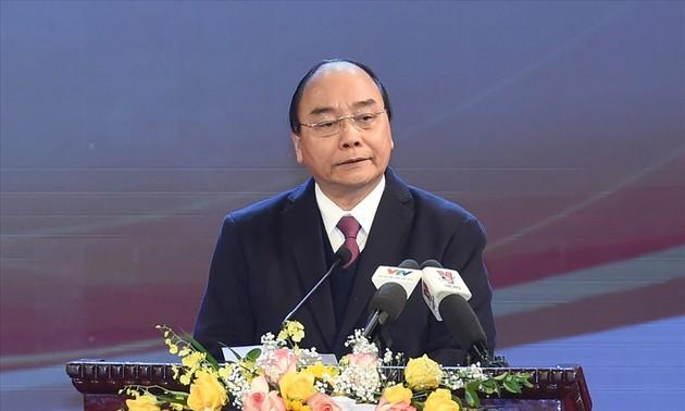Nguyên Xuân Phuc honore les lauréats des Olympiades en 2020
