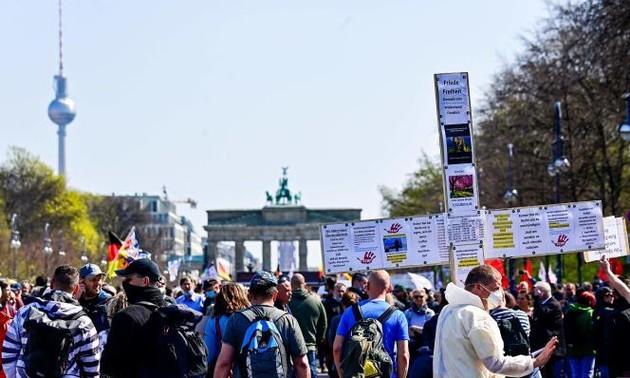 Covid-19: l'Allemagne va instaurer un couvre-feu national pour freiner la propagation du virus