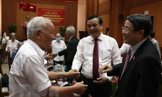 Nguyên Duc Hai rencontre d'anciens cadres de la zone spéciale de Quang Dà