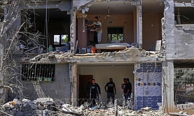 """Conflit israélo-palestinien : Emmanuel Macron souligne """"l'urgence d'un retour à la paix"""""""