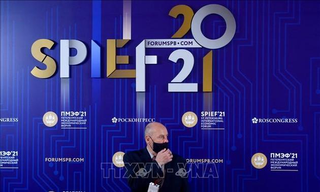 Trân Tuân Anh au 24e Forum économique international de Saint-Pétersbourg