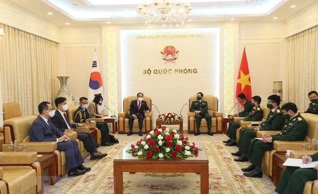 Défense: Nguyên Tân Cuong reçoit les ambassadeurs sud-coréen et indien