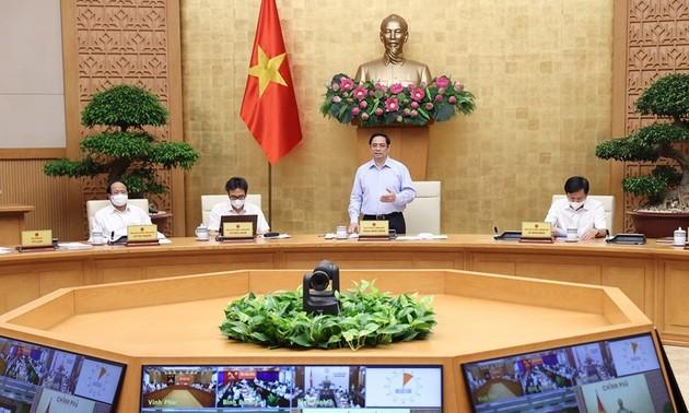 Covid-19: Pham Minh Chinh préside une réunion avec les localités