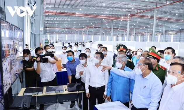 Covid-19: Nguyên Xuân Phuc travaille avec les autorités de Binh Duong