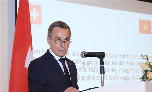 Le vice-président suisse rencontre le ministre vietnamien du Plan et de l'Investissement