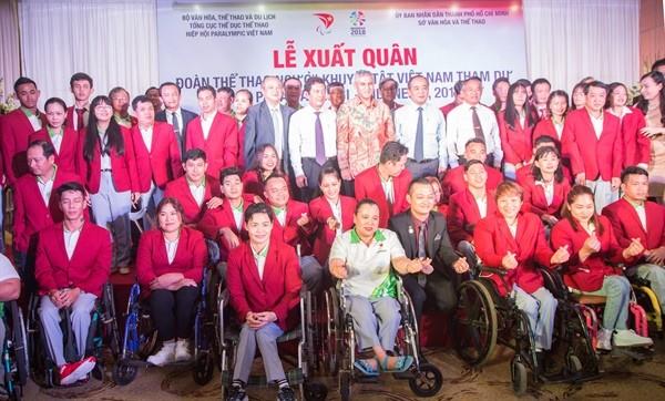 Les sportifs vietnamiens partent pour les Jeux paralympiques au Japon